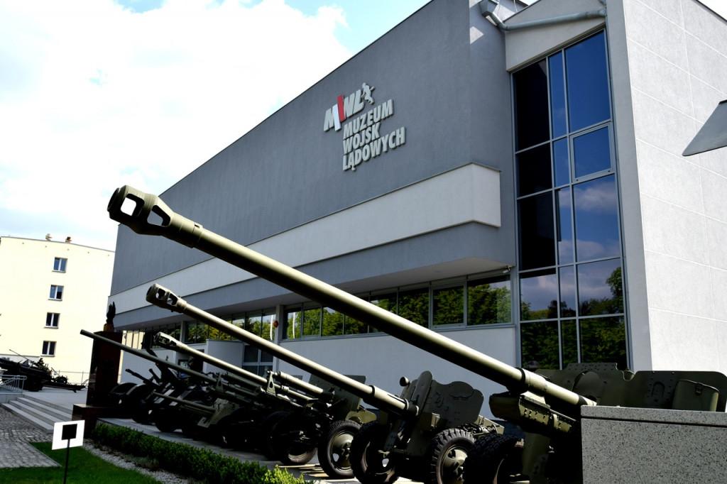 Budynek Muzeum Wojsk Lądowych